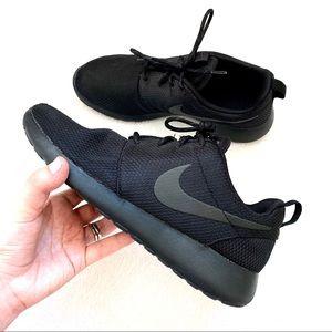 NIKE ROSHE ONE Womens Sneaker